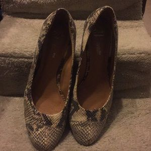 CLARKS Soft Cushion Collection wedge in snake skin